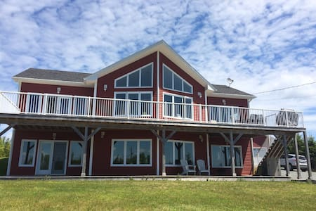 Beautiful & Bright Lawrencetown Beach Home - East Lawrencetown