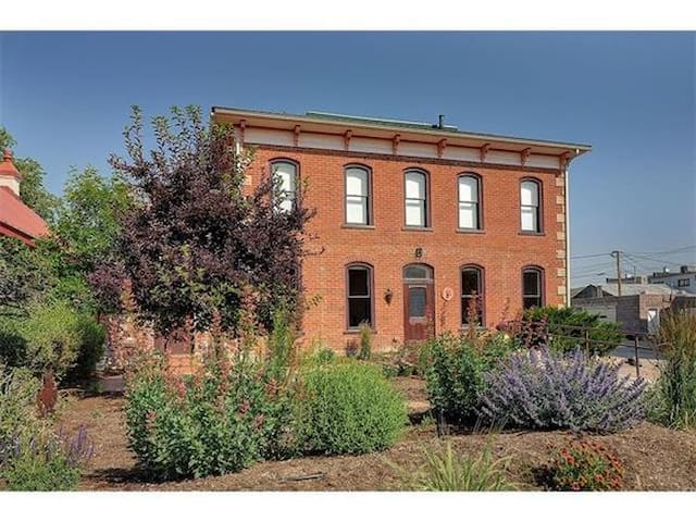 Built in 1887, the ground-level of this building has been completely remodeled to include exposed brick walls, hardwood floors, 6-foot windows, granite counter tops, new stainless steel appliances and fixtures. It sits just one block from Salida's eclectic and bussling F Street and 2.5 block and Riverfront Park, where there's never a shortage of things to do.