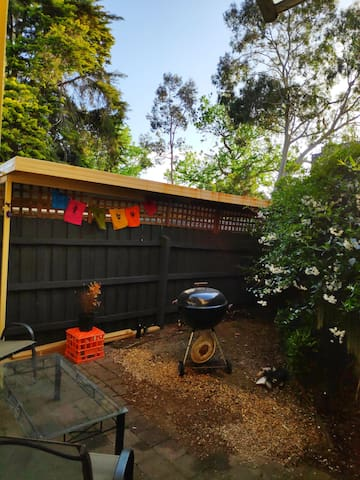 private courtyard/BBQ area