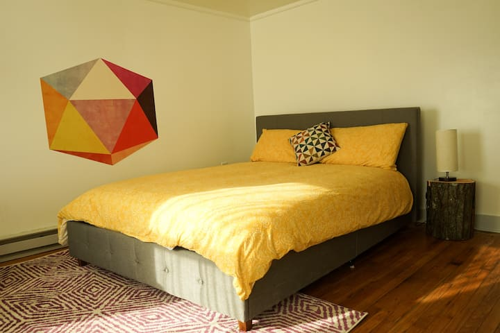 NEW Bright State st 2BR with an office - 2nite min