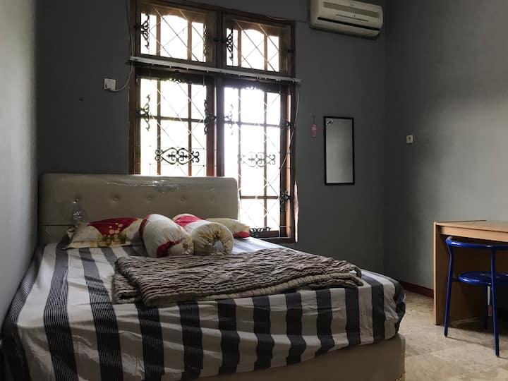 Cozy private room at central surabaya
