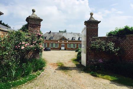 Chambre dans un ancien corps de ferme picard - Haute-Épine - Hus