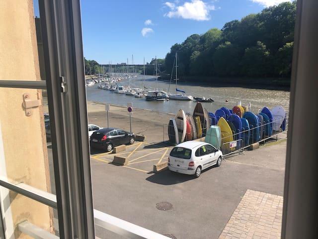 studio vue sur le port de st Goustan!classé 3*!!!
