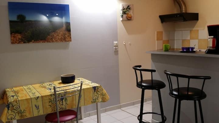 Avignon centre: studio au calme avec local vélo