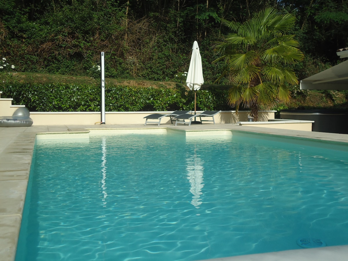 Captivating Nice Studio With Swimming Pool Near Bordeaux   Villas For Rent In Baron,  Aquitaine Limousin Poitou Charentes, France