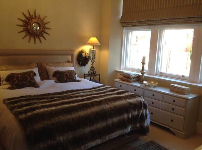 Edinburgh: Luxury Victorian Mansion, near centre