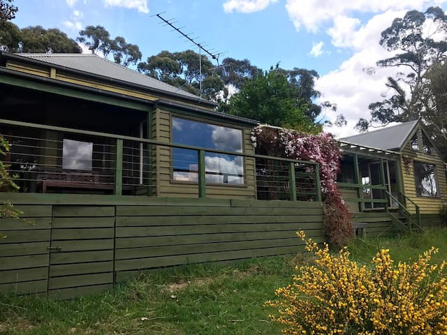 Lovely country retreat one hour from Melbourne