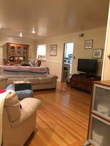 Lovely, queen bed, private bath, tourist passes.