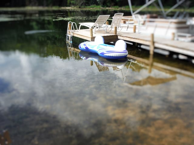 Lake Retreat Therapeutic Hot Tub Woods Fun Boats