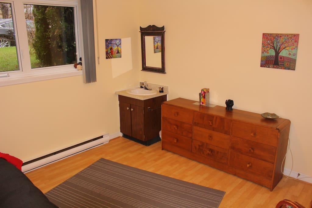 Chambre confortable. Sans allergènes,  contrôle pour le chauffage et climatisation l'été par échangeur et purificateur d'air.
