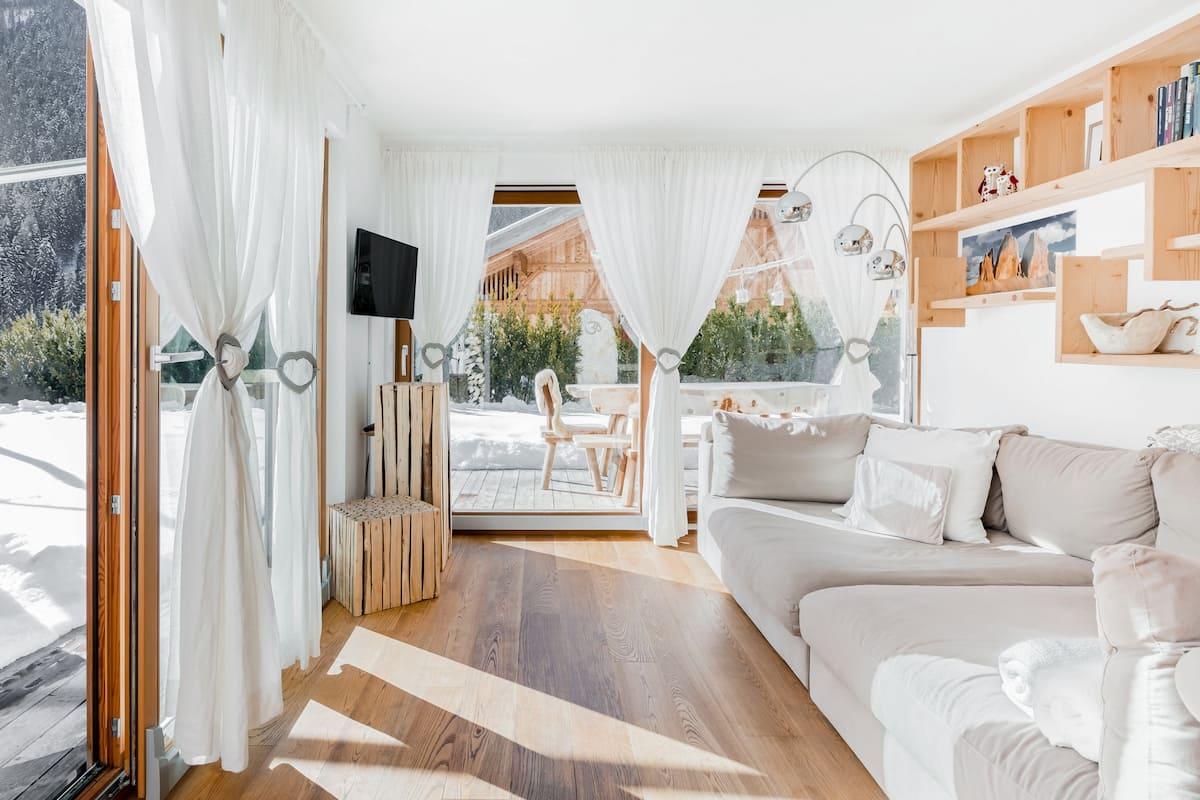 Sam Holiday Apartment, un angolo di relax e armonia con vista sulle Dolomiti