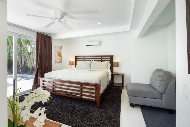 3rd bedroom with direct access to pool