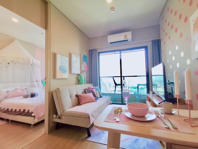 Pink Brand New 1 Bdrm, Near to Nana and  Asoke