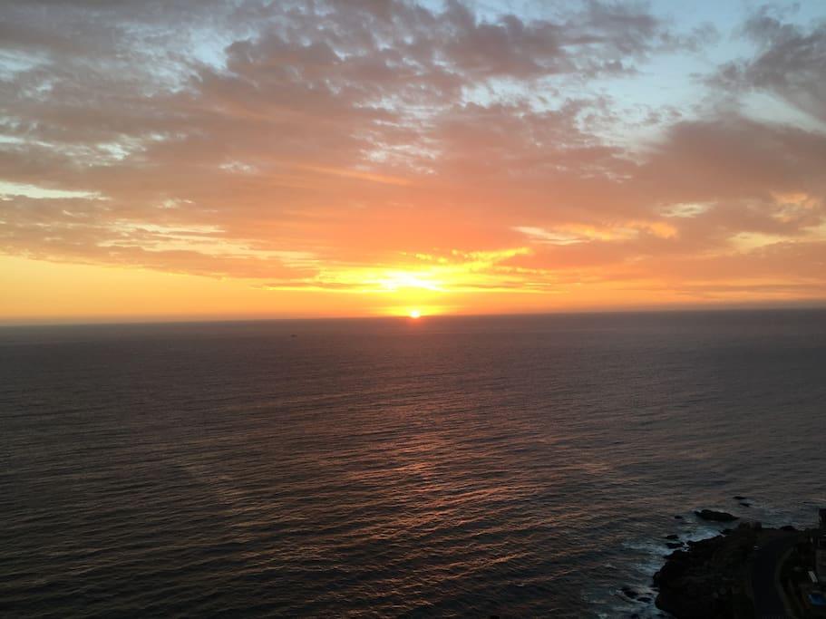 Fantastica puesta de sol  con arrebol