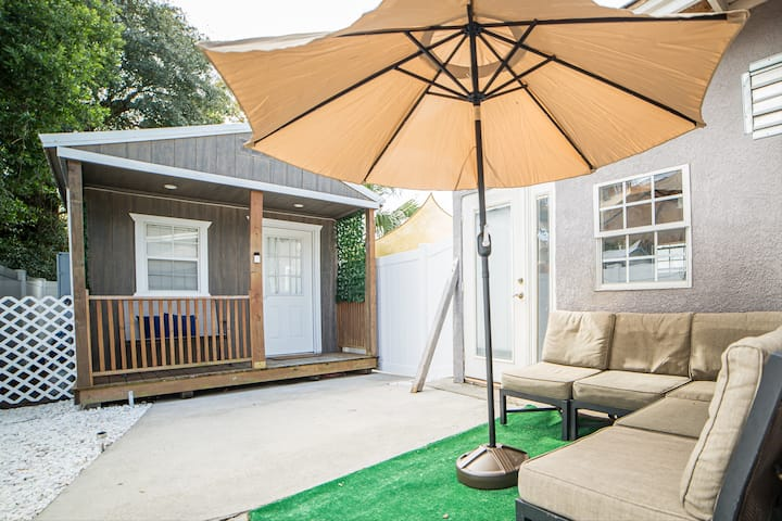 Casita on Curtis- Modern, Functional & Cozy.