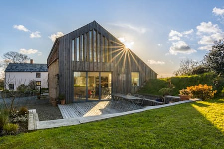 Stunning barn conversion near Bude - HOLSWORTHY