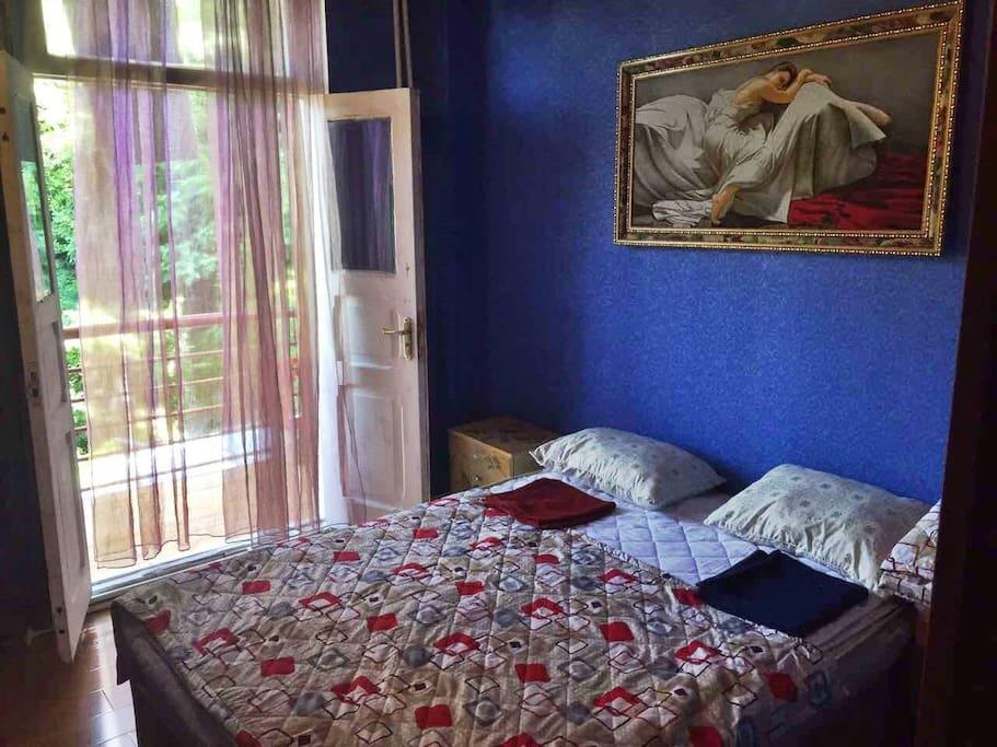 queen size bedroom- room4