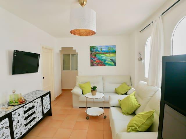 Bonito y cómodo apartamento cerca del mar.