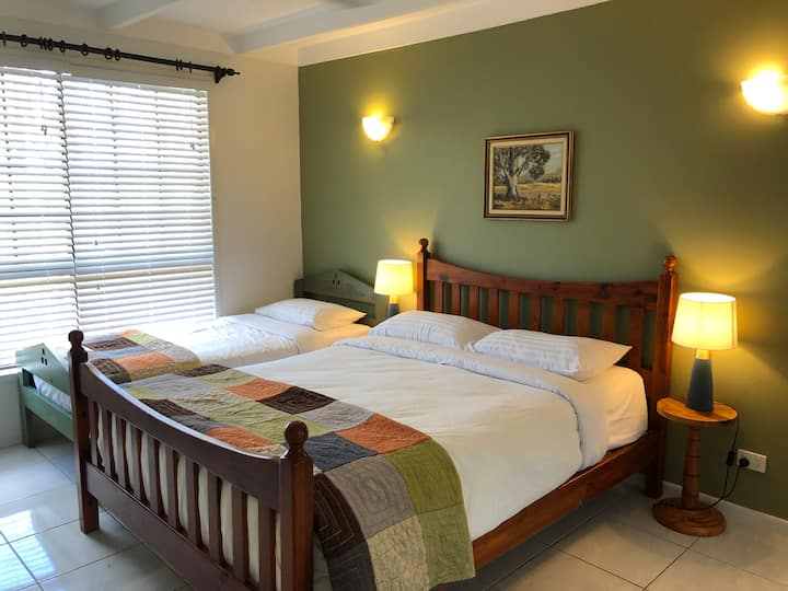 Sunset Room; newly renovated, 7 min from CBD