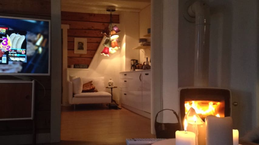 Cozy & authentic! 2 pers Homestay - Sjøholt - Casa