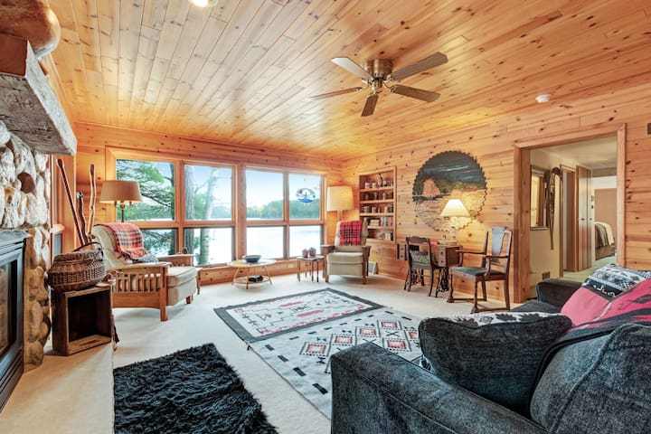 Dog-friendly, lakefront cabin w/ seasonal swim raft, firepit, gas fireplace