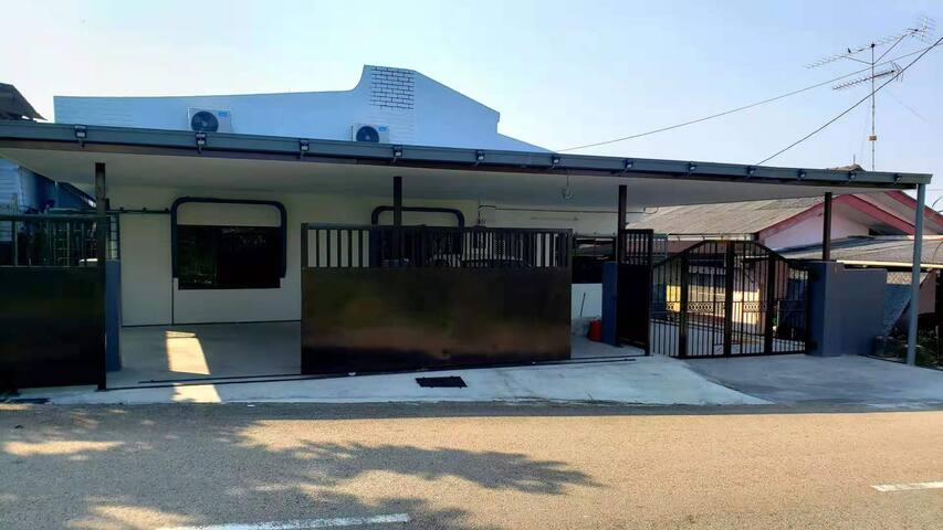 5B3R HENGLONG GUEST HOUSE (ENTIRE)@SIMPANG RENGGAM