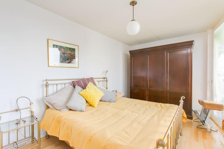 Cozy room with free indoor car parking & elevator