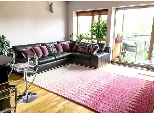 Double room in stylish lakeside apt - London - Lejlighed