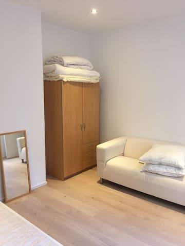 Student bedroom city centre / university / station - Antverpy - Byt