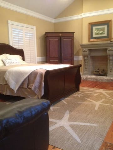 """""""The Windjammer Suite"""" of The Captain's House B&B - Mount Pleasant - Bed & Breakfast"""