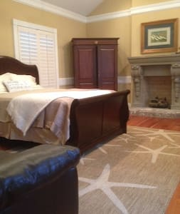 """""""The Windjammer Suite"""" of The Captain's House B&B - Mount Pleasant"""