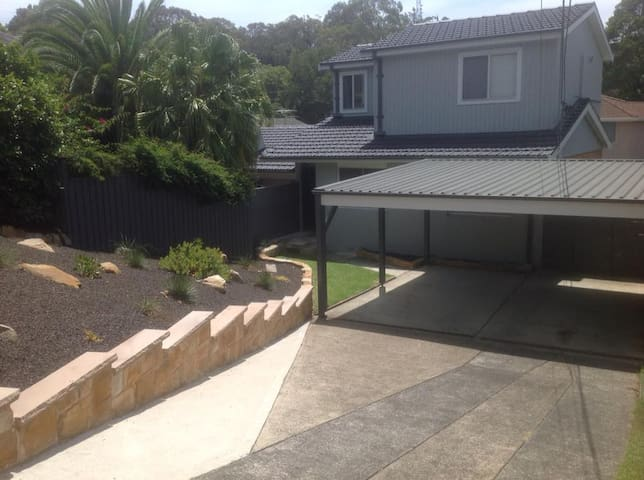 Beautiful Family Home with Heated Pool near Manly - Allambie Heights