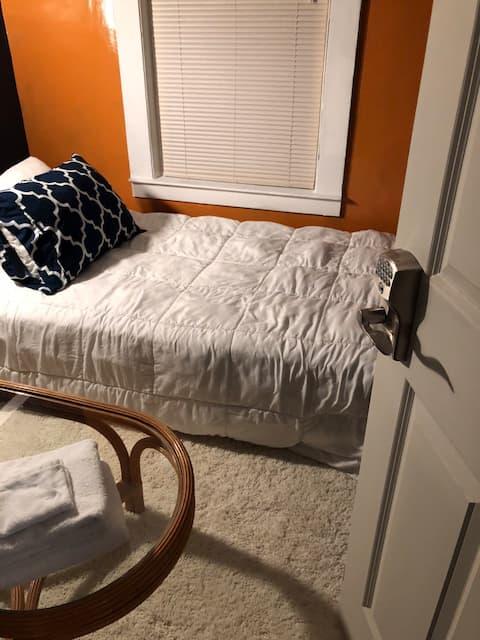 """The Study"" NE Minneapolis Private Room"