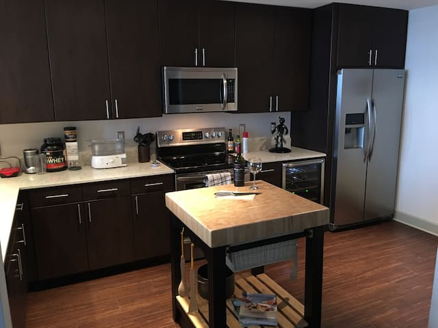 Huge kitchen with new appliances