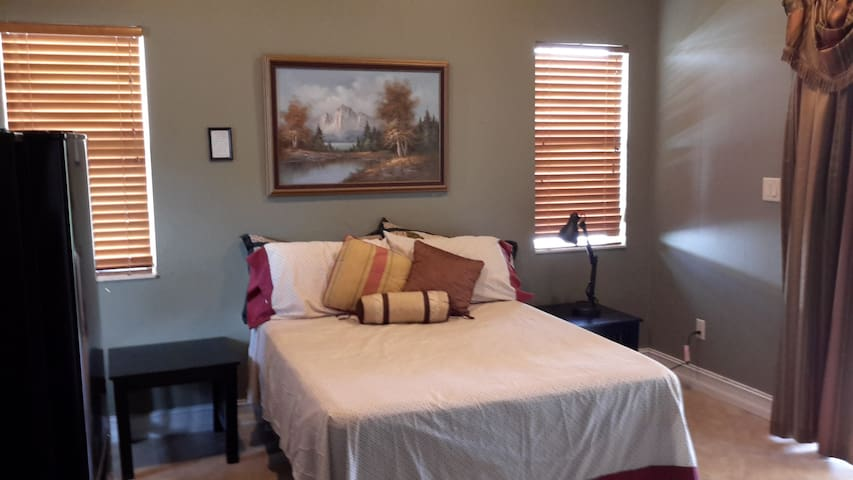 Large and comfortable room with private Entrance
