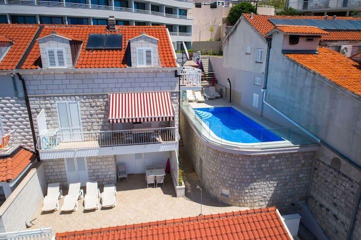 pool and apartman