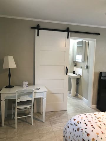 Private Studio Apt 7 mins to Clearwater Beach