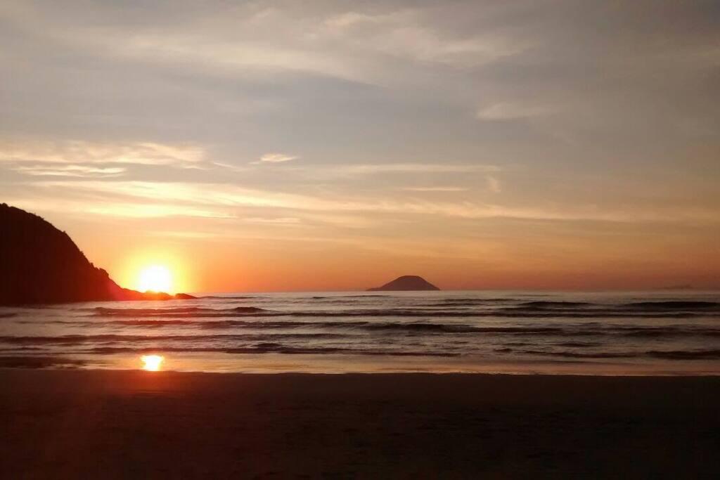Nascer do sol na praia de Guaratuba - foto do Luciano, nosso hóspede, no Natal de 2015.