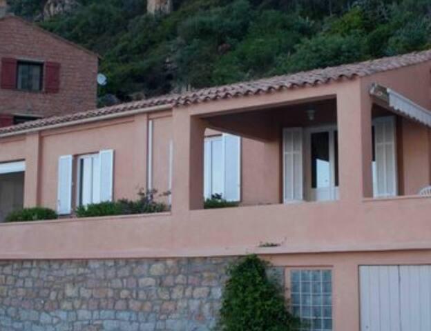Maison avec terrasses face à la mer (2-6 pers.)