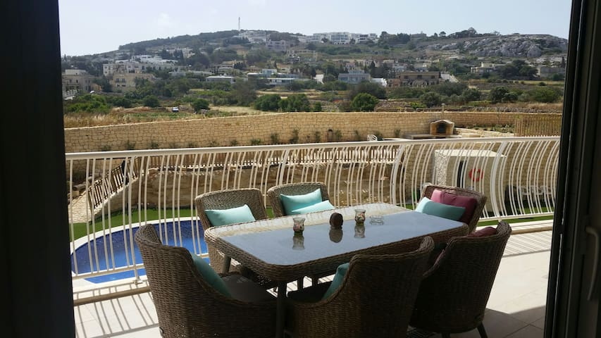 Beautiful view with modern interior - naxxar - Huoneisto