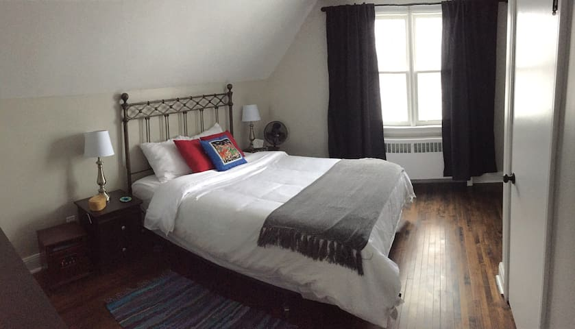 Newly renovated top floor apartment - Kingston - Flat
