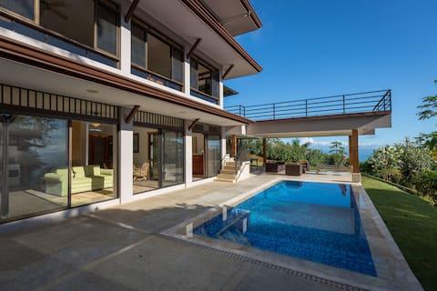 Pagoda del Loto Azul pool apartment