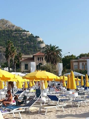 Appartamento in Villa Liberty sul mare di Mondello - Palermo - Apartmen