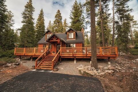 Book your Fall trip now! Luxury Cabin w/Hot Tub