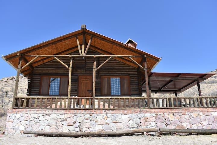 Cabaña Rústica Premium a Pie del Agua