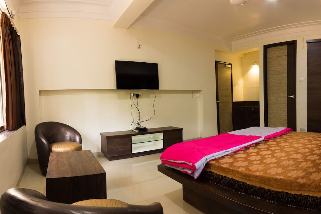 King size bed with modern amenities