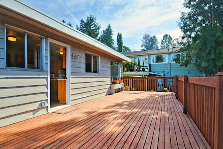 Lovely big home with a serene backyard - Kenmore