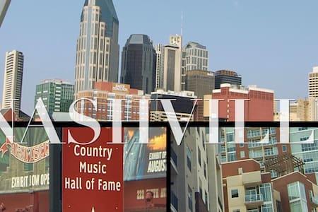 Private, Grand ole Opry, Nashville night life, - Nashville
