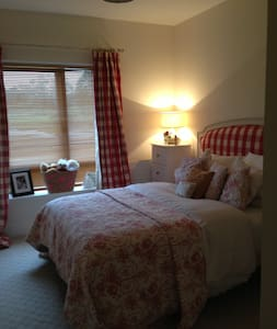 Beautiful Double Room South County Dublin - 더블린 - 아파트
