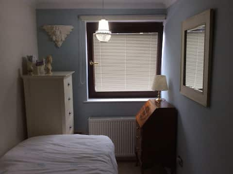Comfortable single room in beautiful S10 apartment